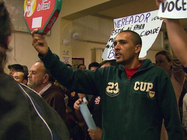 Cerca de 100 pessoas compareceram ao plenário durante reunião em que redução do número de vereadores foi aprovada em Três Pontas (MG) (Foto: Reprodução EPTV)