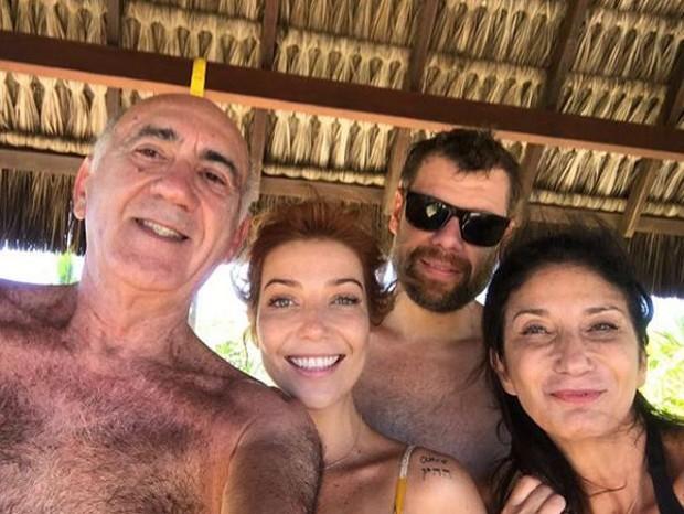 Luiza Possi com a mãe, Zizi Possi, e o namorado, Cris Gomes (Foto: Reprodução/Instagram)
