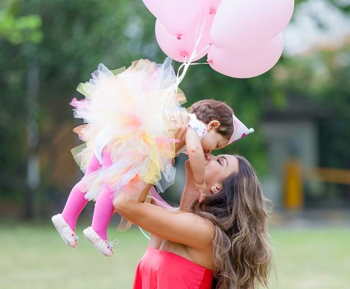 Geórgia se divertiu com a pequena Giovanna (Foto: Artur Meninea / Gshow)