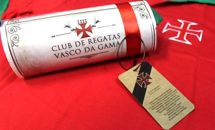 d0b0ffa066 Vasco entrega camisa para Portugal (Foto  Marcelo Sadio   Site Oficial do  Vasco)