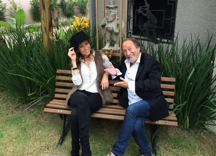 Mistura visita Instituto Internacional Juarez Machado acompanhado do artista plástico (Foto: RBS TV/Divulgação)