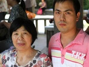 Aumento do custo de vida no país faz com que solteiros mais pobres não consigam casar (Foto: BBC)