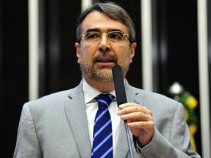 Henrique Fontana (PT-SP) discursa em favor do Plano Nacional de Educação, aprovado nesta terça na Câmara (Foto: Gustavo Lima/Câmara)