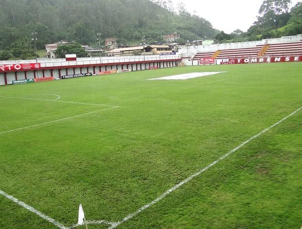 gramado no jogo do Tombense contra o Atlético-MG (Foto: Leonardo Simonini)