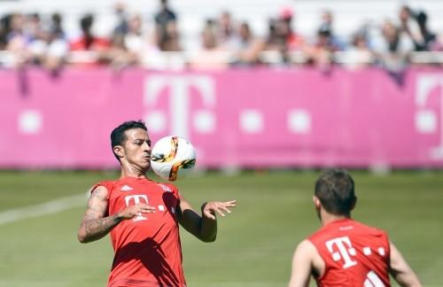 Foto (Foto: Thiago Alcântara durante o treino do Bayern - Andreas Gebert/AP)