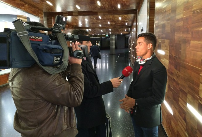 Wendell Lira dá entrevista para canal português (Foto: Ivan Raupp)