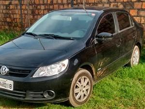 Carro usado na fuga foi abandonado pelos bandidos (Foto: Divulgação/Polícia Civil)