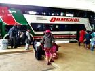 Com BR inundada, ônibus do Peru que seguia para SP faz parada no AC
