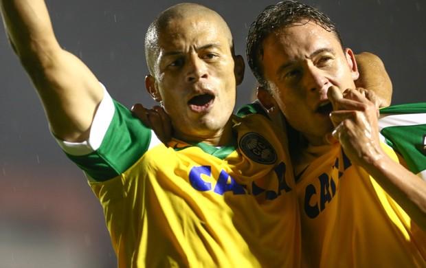 Alex e Keirrison gol Coritiba (Foto: Geraldo Bubniak / Ag. Estado)