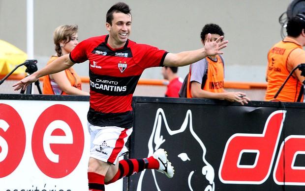 Elias atlético-GO gol Crac (Foto: André Costa / Agência Estado)