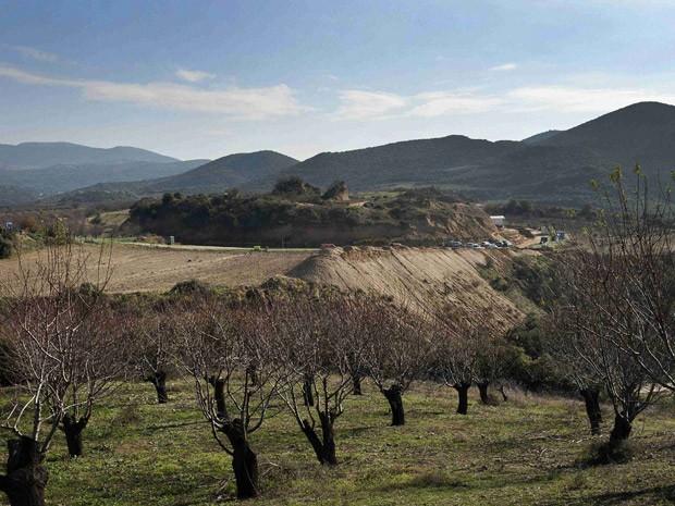 Monte Kasta, onde foi feita a escavação na cidade de Amphipolis, no norte da Grécia, onde arqueóloga encontrou tumba misteriosa do tempo de Alexandre, o Grande (Foto: Reuters/Alexandros Avramidis )