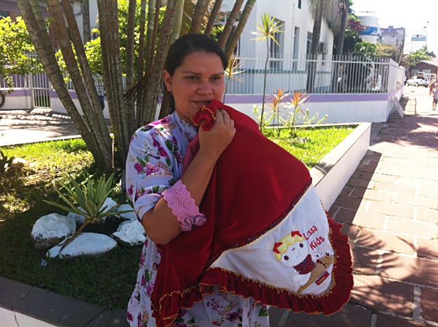 Mulher e filha tiveram alta do hospital nesta quinta-feira (Foto: Jonas Campos/RBS TV)
