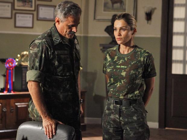 Érica não esconde a decepção por ter que cuidar do cavalo de Théo (Foto: Salve Jorge/TV Globo)