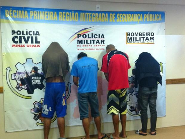 4 pessoas foram presas nos bairro Santos Reis e Edgar Pereira (Foto: Michelly Oda / G1)