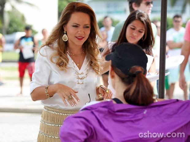 Vivi e Julia ensaiam como Shirley e Helena antes das gravações (Foto: Carol Caminha/ TV Globo)