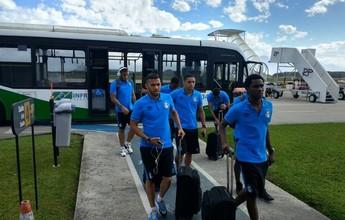 """Volante do Grêmio revela """"medo"""" com turbulência """"pesada"""" em voo até SC"""