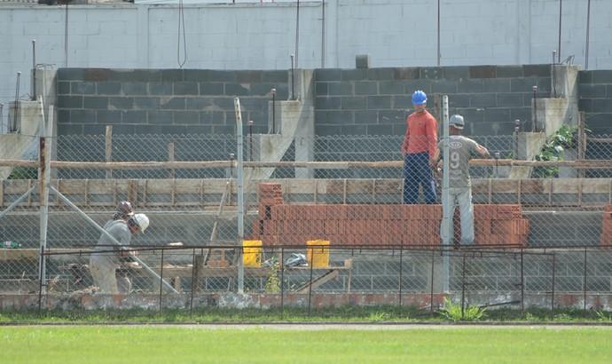 Obras estádio Suzanão Suzano (Foto: Cairo Oliveira)