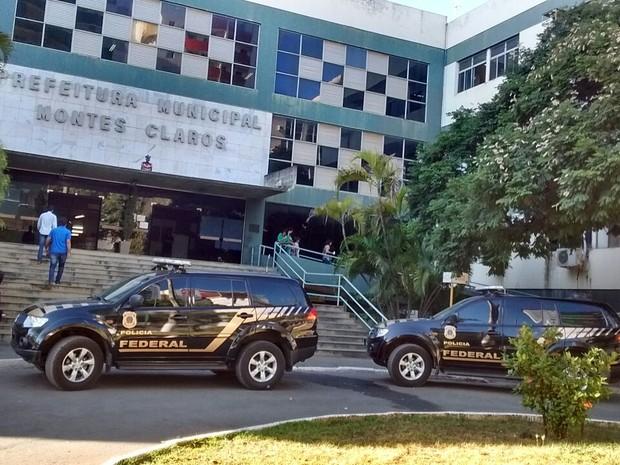 PF cumpre mandado de busca e apreensão na prefeitura (Foto: Délio Pinheiro/ Inter TV)