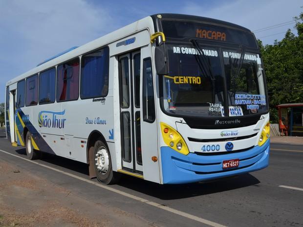 Ônibus executivo da empresa Siãothur operando a linha Macapá-Santana (Foto: Maiara Pires/G1)