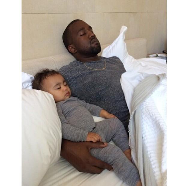 Kanye West com a filha, North (Foto: Instagram/ Reprodução)