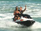 Ariadna, Felipe Dylon e Aparecida Petrowky curtem praia em Maceió