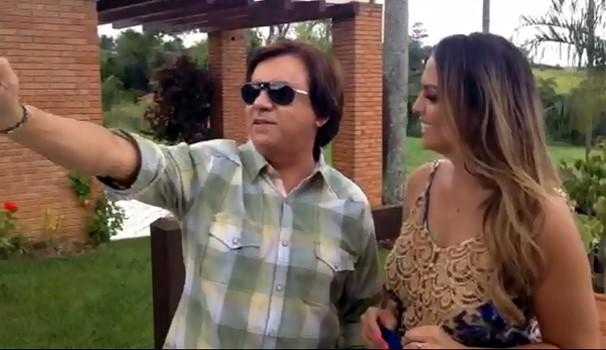 """Chitãozinho afirmou gostar de """"selfies"""" em bate-papo com Aline Lima (Foto: Reprodução)"""