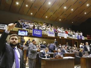 Deputados durante a votação na Assembleia  (Foto: Juarez Júnior/Agência ALRS)