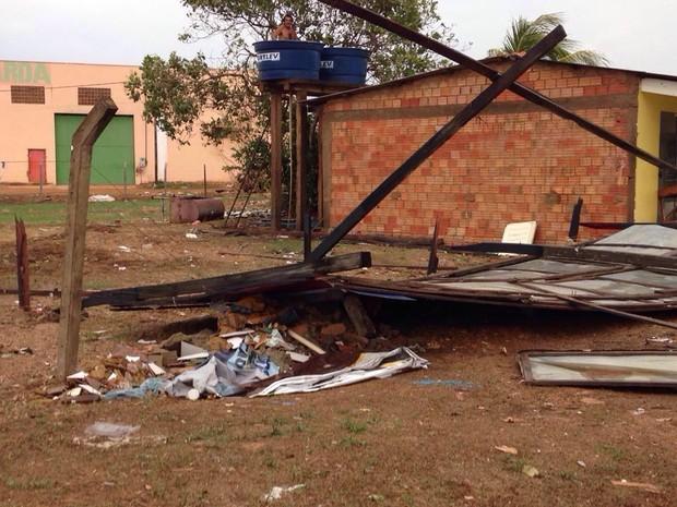 Chuva causou estragos pelo segundo domingo consecutivo (Foto: Jaqueline Fonseca/TV Rondônia)