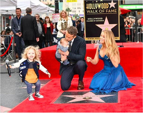 Ryan Reynolds, Blake Lively e as duas filhas (Foto: Instagram)