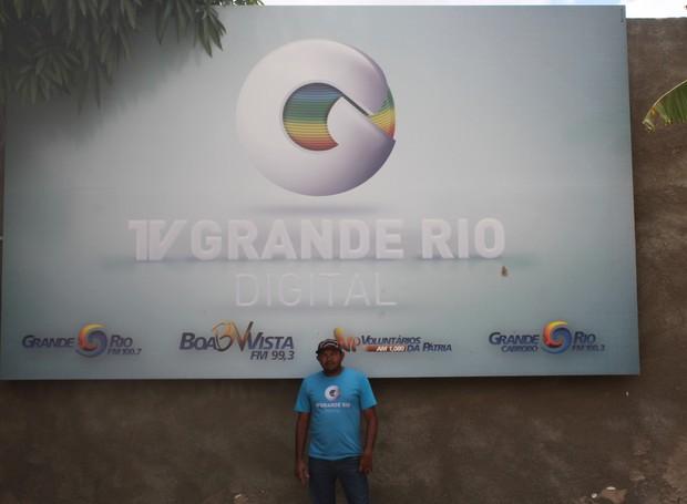 Antonio Genovez trabalha na TV Grande Rio há dois anos (Foto: Gabriela Canário)