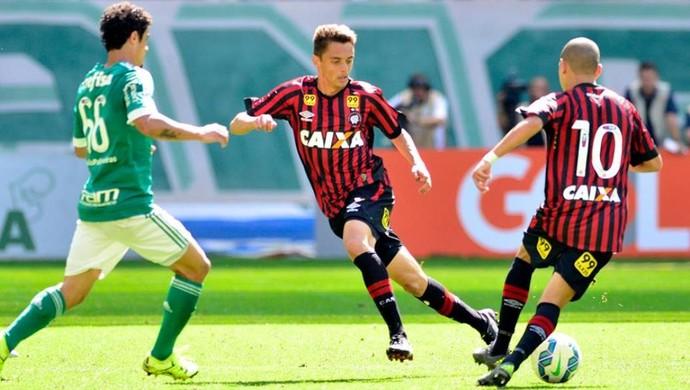 Lateral-direito Matheus Ribeiro Atlético-PR (Foto: Site oficial do Atlético-PR/Divulgação)