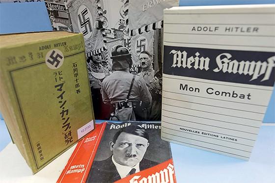 Livro de Adolf Hitler, Minha Luta em múltiplos idiomas  (Foto: Alexander Markus Klotz)