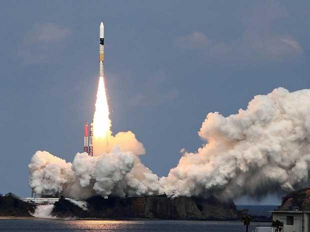 O H-2A decolou do sul do país e levará ao espaço a sonda Hayabusa-2 (Foto: Jiji Press  / Via AFP Photo)