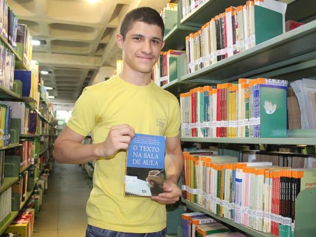 Pedro Igor da Silva que tirou nota 1.000 na redação do Exame Nacional do Ensino Médio em 2012 (Foto: Gilcilene Araújo/G1)