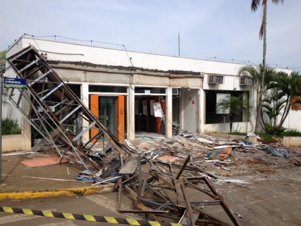 Polícia Militar informou que sete pessoas participaram do roubo (Foto: Alberto D´Angele/ RPC Londrina)