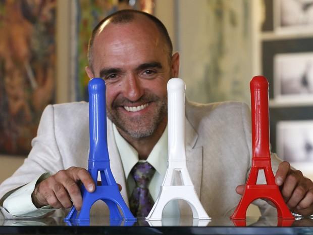Chamado de 'A Torre é Louca, acessório erótico tem o objetivo de conquistar o mercado francês (Foto: Charles Platiau/Reuters)