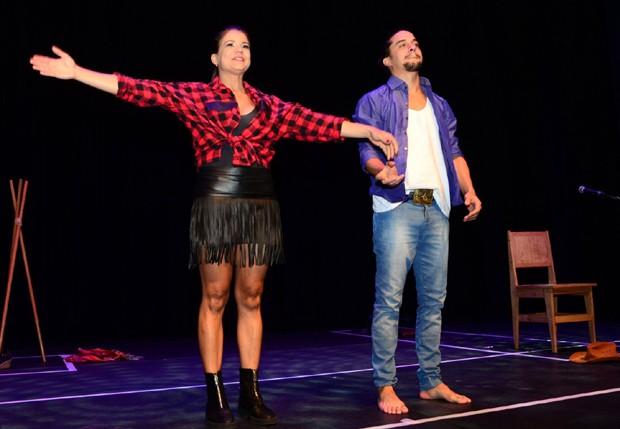Nívea Stelmann e Guilherme Boury recebem aplausos do público (Foto: Eduardo Martins/AgNews)