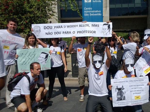Professores fazem manifestação no Centro do Rio nesta terça-feira (20). (Foto: Lilian Quaino/G1)