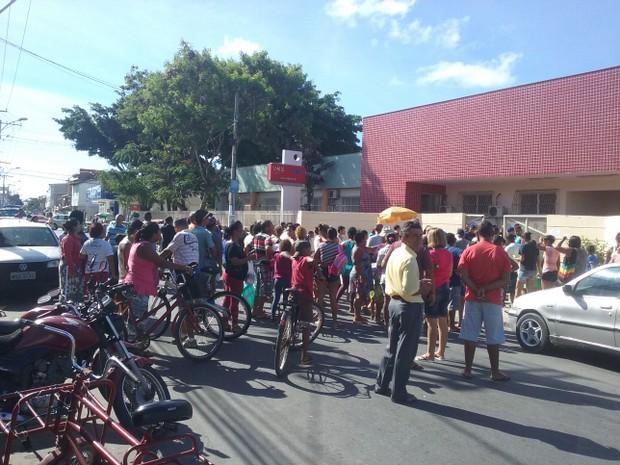 Protesto aconteceu em Jacaraípe, na Serra (Foto: VC no ESTV)