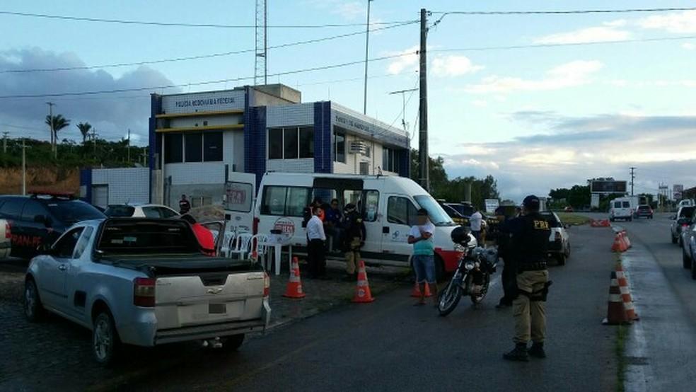 Operação foi realizada em Gravatá (Foto: Divulgação/PRF)