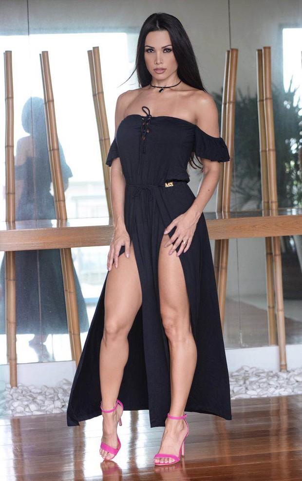 Fernanda D'avila exibe pernas (Foto: Divulgação)