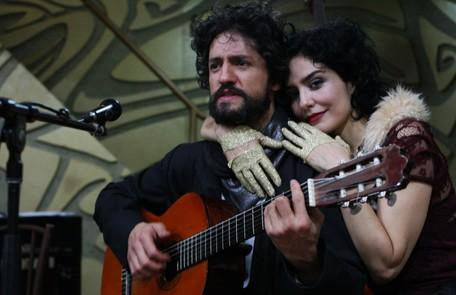 Leticia começou a se interessar por música ainda na infância, quando frequentava óperas e balés no Teatro Guaíra, no Paraná Michel Filho
