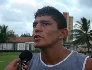 Edson, zagueiro do ABC, deve jogar no meio-campo (Foto: Divulgação/ABC)