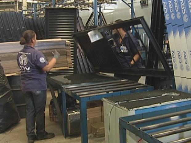 Indústrias na região de Rio Preto têm aumentado produção (Foto: Reprodução/ TV TEM)