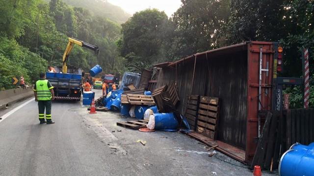 Acidente na rodovia Anchieta (Foto: Solange Freitas)