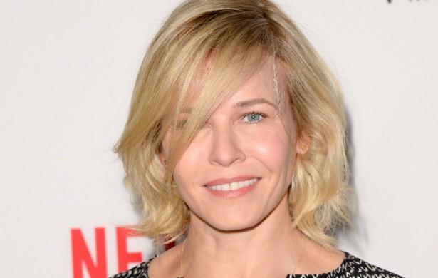 A apresentadora Chelsea Handler adora usar o Tinder, mas não com o objetivo de conseguir um namorado, mas sim encontros casuais. Não à toa, a estrela de 39 anos está no momento escrevendo um livro sobre sua vida sexual. (Foto: Getty Images)