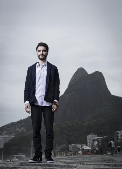 O ator Caio Blat, no Rio de Janeiro. Ele descobriu que a concentração da meditação pode ser aplicada a todas atividades (Foto: Stefano Martini/ÉPOCA)