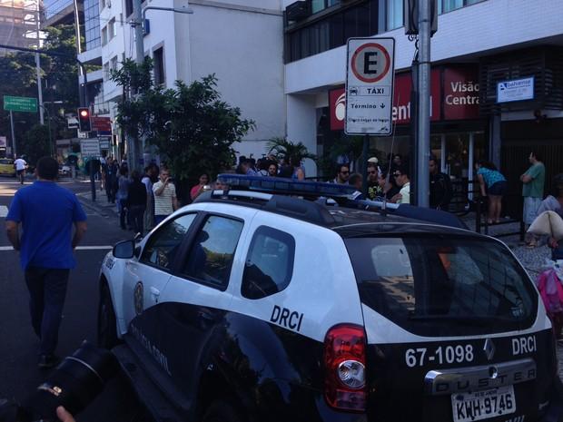 Agentes da DRCI estavam com mandado de prisão (Foto: Henrique Coelho/G1)