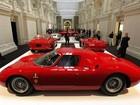 Ralph Lauren faz mostra de coleção de carros antigos de luxo em Paris