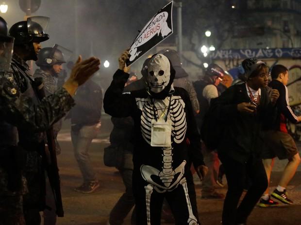 manifestantes, protesto, sem-teto, Centro de São Paulo, PM, confronto, reintegração de posse (Foto: Nelson Antoine/Frame/Estadão Conteúdo)